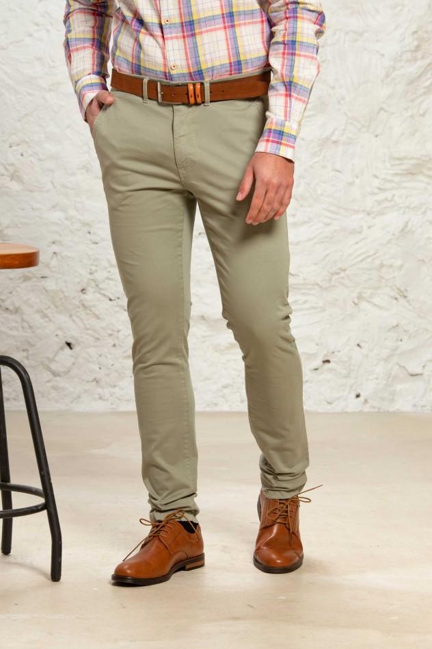 Pantalón sport elástico de corte...