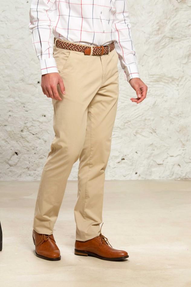 Pantalón chino elástico de corte semi...