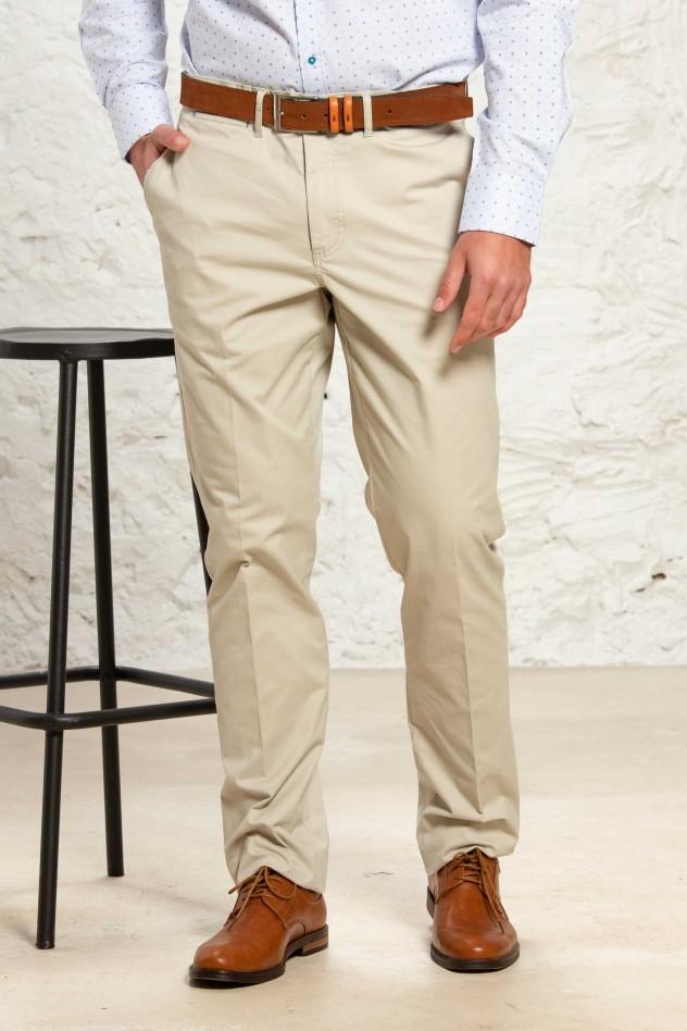 Pantalón chino elástico de corte clásico