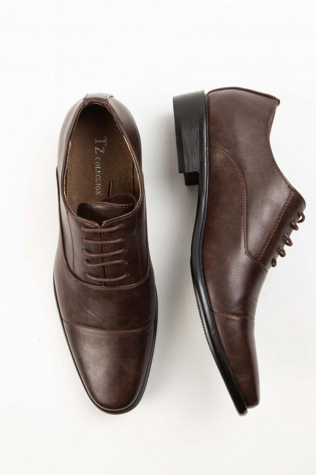 Zapato de vestir con costura en puntera